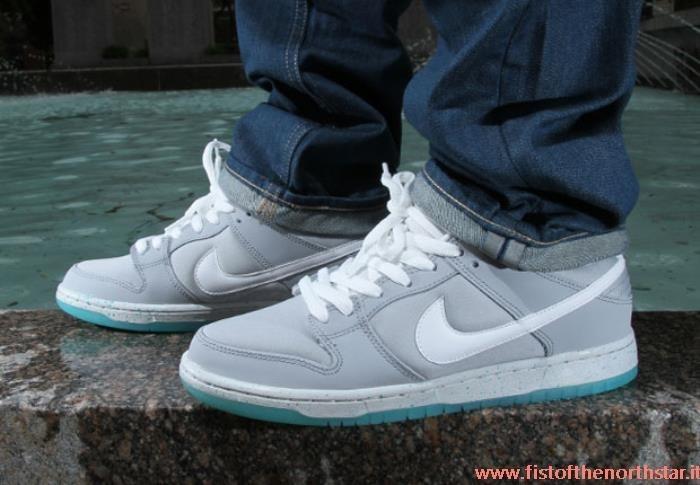 Nike Sb Dunk Low Mag